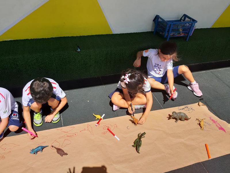 Inf. III Mat. – Desenhos com as sombras dos dinossauros